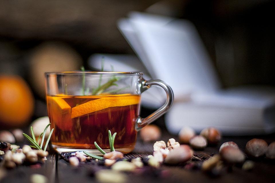 Nowoczesne i klasyczne szklanki do herbaty